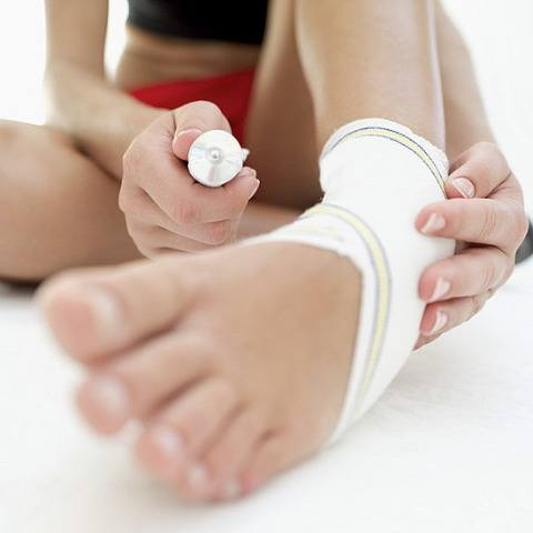 when to use ice, heat, or acupuncture on WellandGoodNYC.com