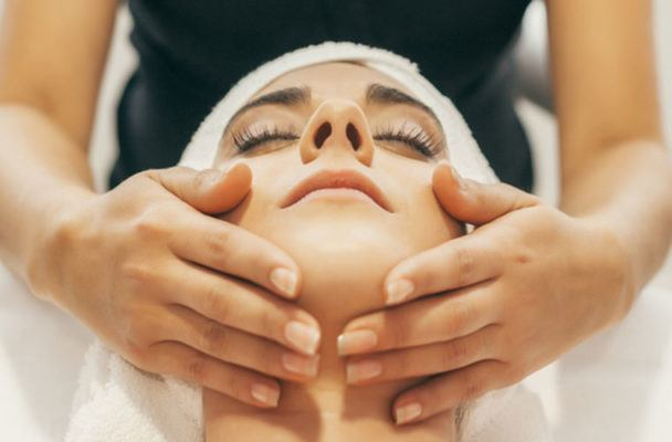 Are Facial Extractions Good or Bad? Estheticians Are *Finally* Revealing the Truth