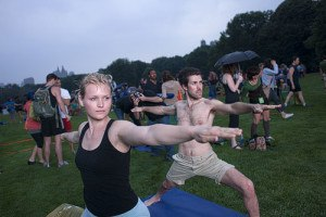 World's largest documented yoga class lasts a New-York minute [photos]