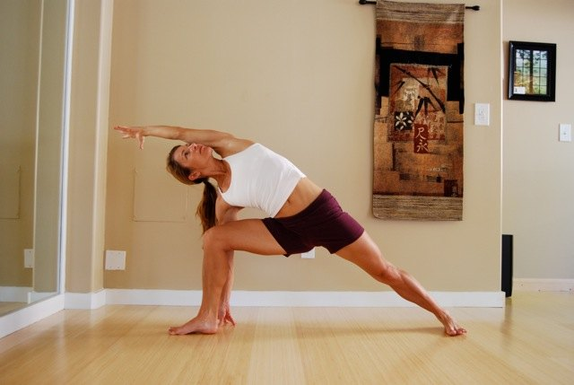Holly Horvath side angle pose