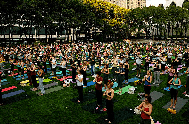 Lululemon hosts free yoga classes in Bryant Park