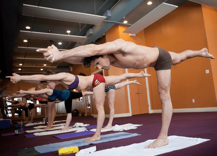 Your Guide To New York S Sizzling Hot Yoga Scene Well Good