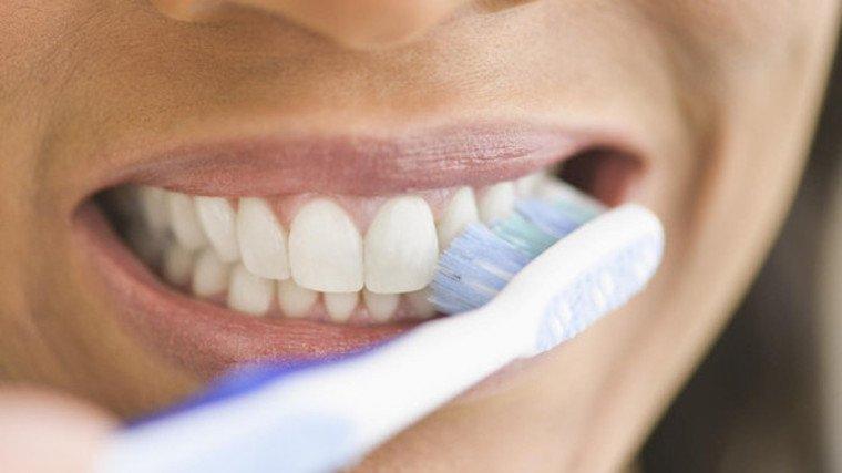 coconut-oil-white-teeth