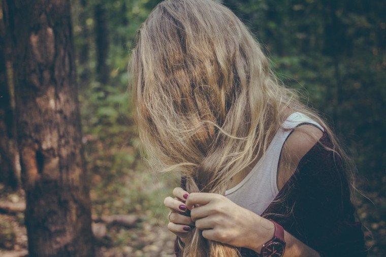 hair-woman-coconut-oil