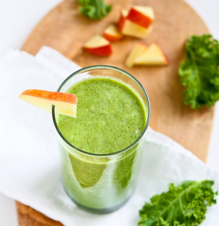 kale-apple-green-almond-smoothie
