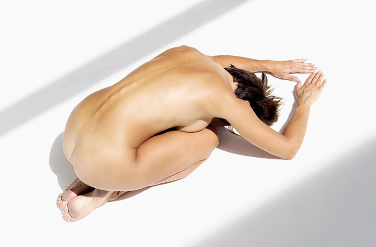 What really happens in a co-ed naked yoga class