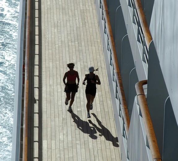 Crystal_Cruise_Serenity_Promenade_deck_joggers