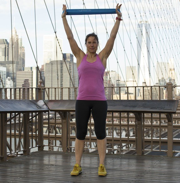 pull-down-ariane-hundt-resistance-band-workout