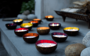 8 all-natural candles to gift (or burn) for the holidays