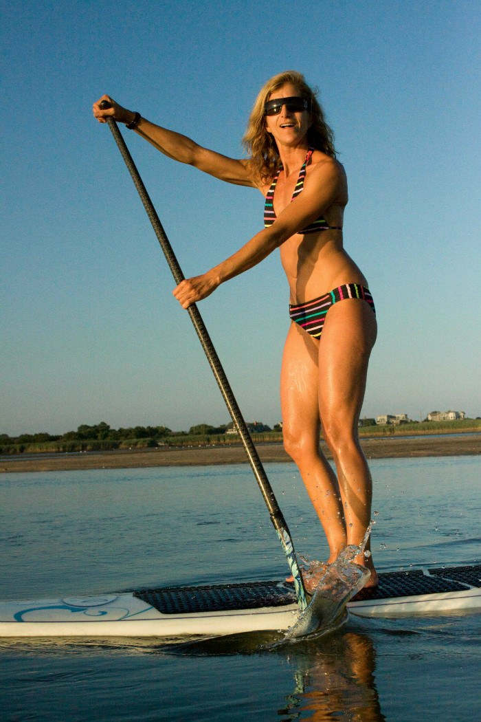 5 tips to stand-up paddle like a pro this summer | Well+Good