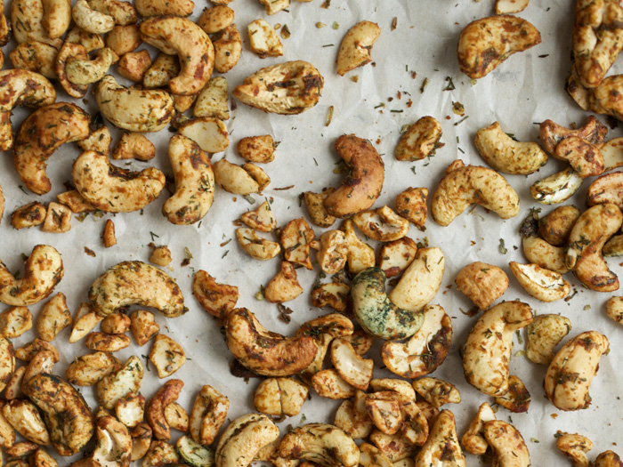 Herbed cashews