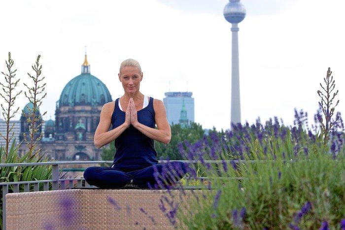 Yoga auf dem Hoteldach derome