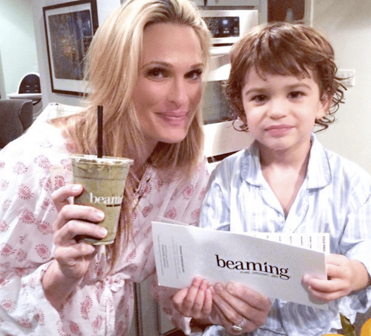 molly-sims-beaming-smoothie