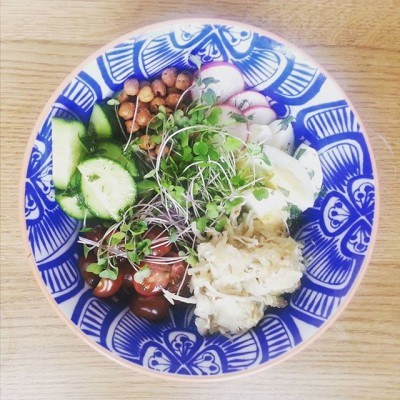 """Buddha Bowl pro tip: For an extra dose of gut-friendly probiotics, pickle a hard boiled egg in sauerkraut """"juice"""" overnight– and then mix with your fave veggies, beans, and grains. SO good (and good for you). Thanks for the idea,  @farmhouseculture & @nourish.breathe.thrive! #iamwellandgood #buddhabowl #fermented"""