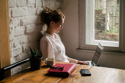 How to keep calm at work using essential oils