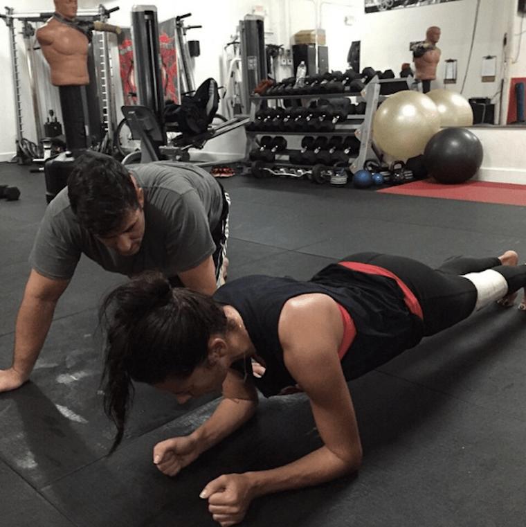 adriana-lima-planking