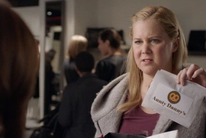 3 genius truths from Amy Schumer and Lena Dunham on body positivity—and evil salespeople