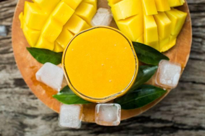 Whip up Dara Hartman's super-hydrating mango smoothie