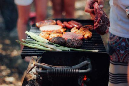 Everything you need to know about throwing a perfect—and healthy—cookout