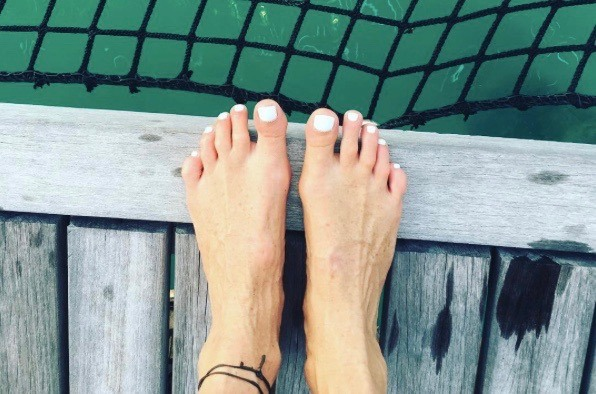 Thumbnail for Elle Macpherson's 5 tips for glowing summer skin