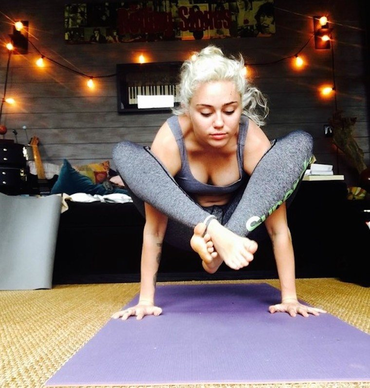 miley cyrus yoga