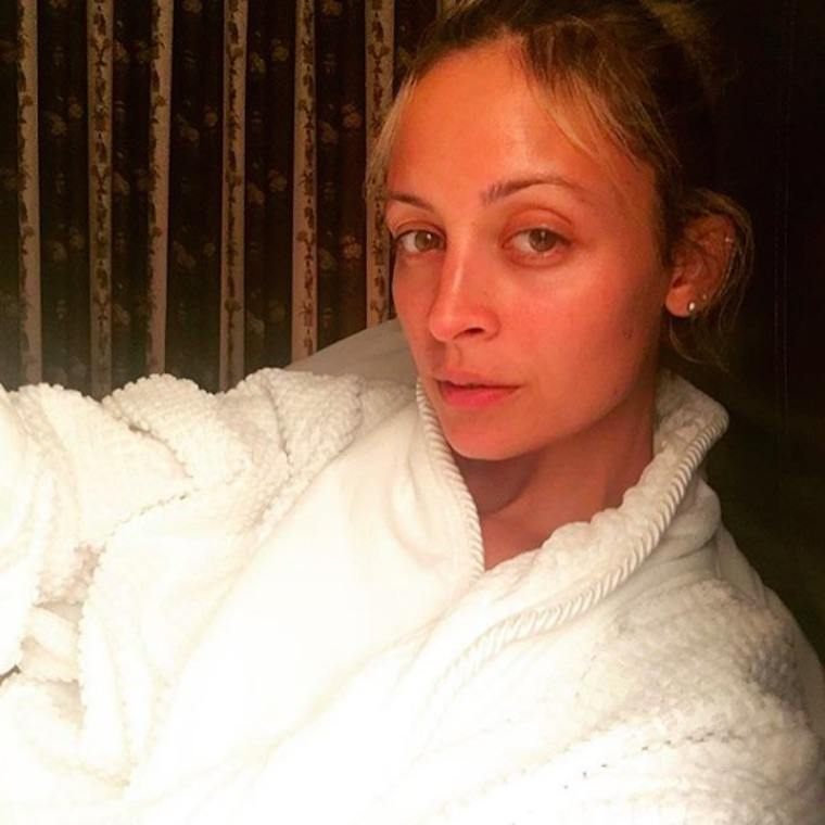 Thumbnail for How to rock your look while on a hair detox, just like Nicole Richie