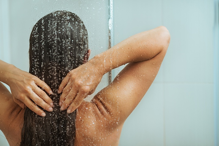 6 avoidable shower mistakes that can cause bacne breakouts