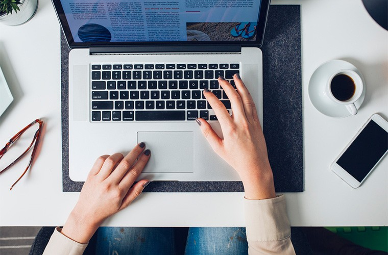 stocksy-lumina-businesswoman-typing