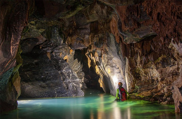 wellness-destinations-oxalis-adventure-tours-hang-va-cave