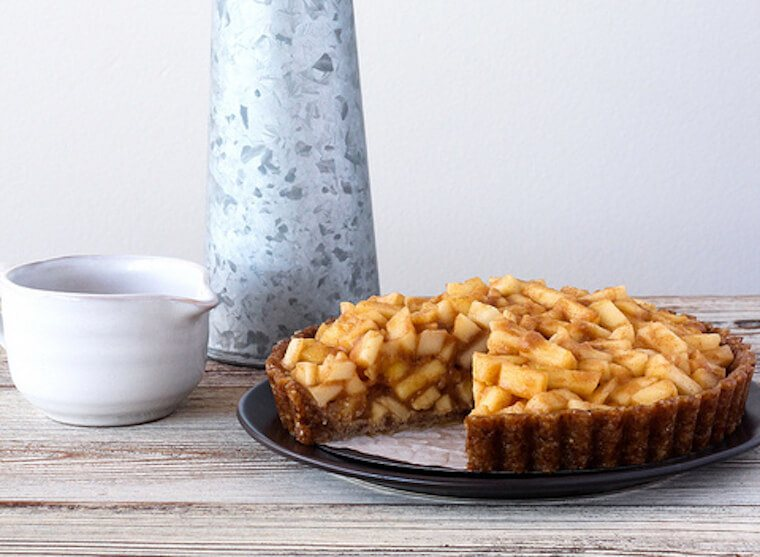 Oh Lady Cakes' Raw Caramel Apple Pie recipe