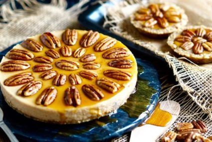 9 raw, vegan pies to be thankful for this year