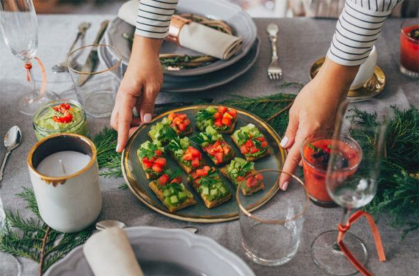 What nutritionists actually eat (and drink!) at holiday parties