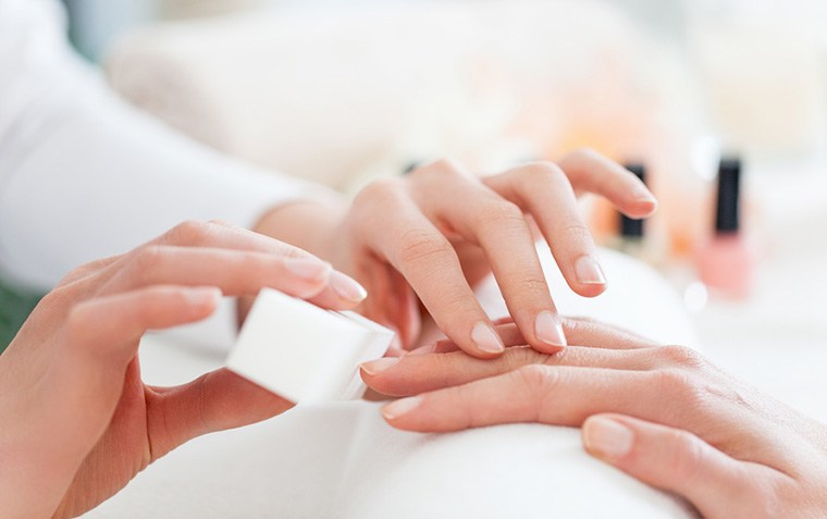 Thumbnail for 3 reasons why you should opt for a waterless manicure