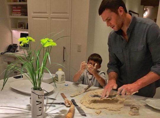 Tom Brady wants to show up on your doorstep with dinner (kind of)