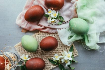 How to use superfoods to dye your Easter eggs