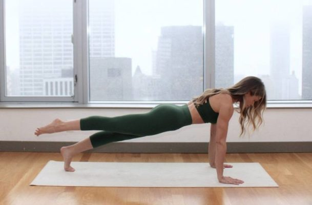 5 Equipment-Free Pilates Moves That Hollywood a-Listers Swear By