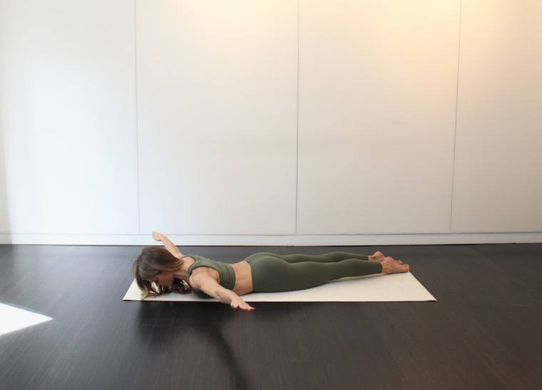 Thumbnail for 5 equipment-free Pilates moves that Hollywood A-listers swear by