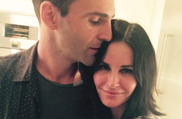 Thumbnail for 4 things Courteney Cox does daily to bring out her beauty, naturally