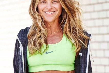 You need to try this do-anywhere ab workout from fitness star Holly Rilinger