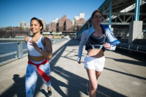 The Weird—But Science-Backed—Way To Feel Less Sluggish When You Work Out in the Heat
