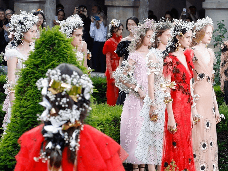 Thumbnail for Try this simple (but dreamy!) flower crown hack from Paris Fashion Week