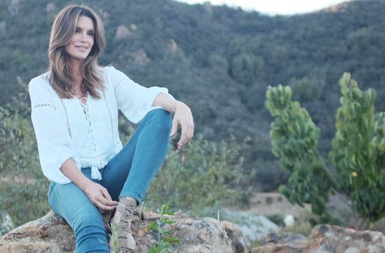 Thumbnail for The 3 beauty products Cindy Crawford never travels without