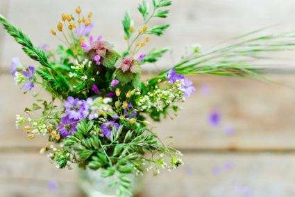 How to make a pretty summer bouquet