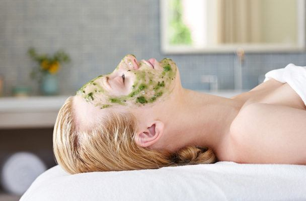 The 10 thoughts you have while getting a facial
