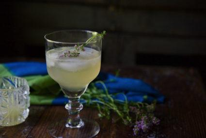 Shake up a healthy cocktail with this gin & lemon thyme recipe