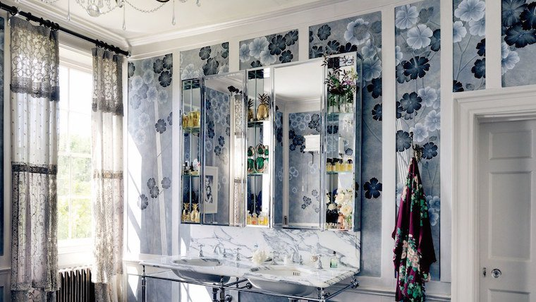 kate moss bathroom