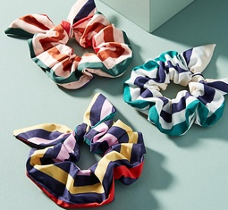 Thumbnail for Scrunchies are *officially* back—here's all the proof you need