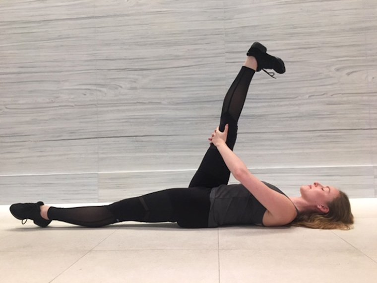 Eliza Tollet ballerina at home workout