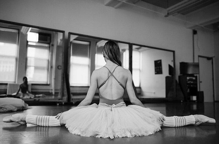 Thumbnail for These 7 wellness hacks from a professional ballerina are totally en pointe