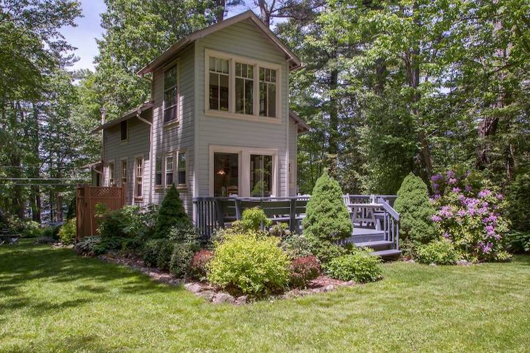 Thumbnail for Your apple-picking oasis is just a click away with these 6 dreamy rentals